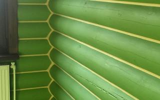 Защитно-декоративная покраска сруба акриловой краской