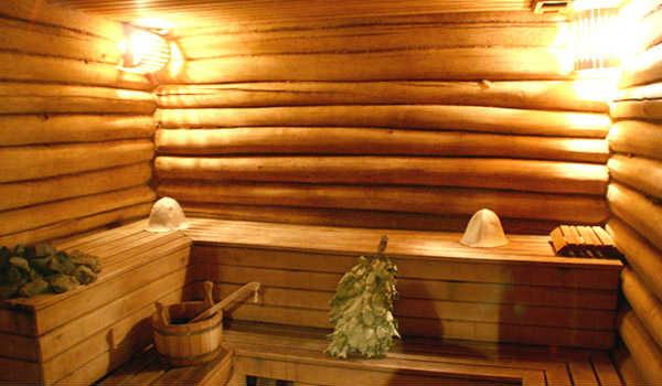 Интерьер парилки в русской бане