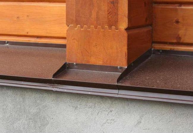 Отлив из оцинкованной стали для брусового дома