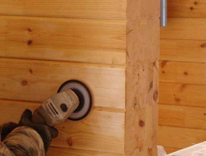 Шлифовка деревянного бруса болгаркой