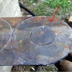 Лопасть размечают и вырезают из металлического листа газорезкой