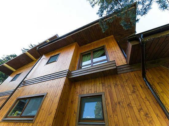 Двухэтажный дом из вертикального бруса