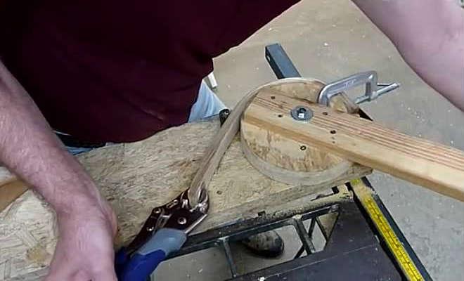 Сгибание пропаренной древесины с помощью струбцины